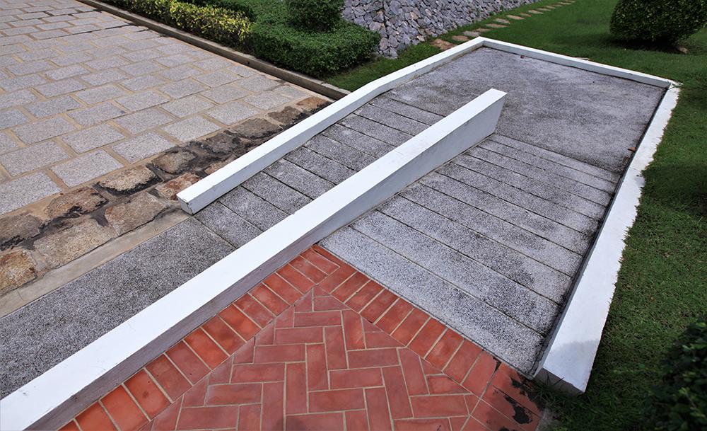 Access ramp for wheelchair access